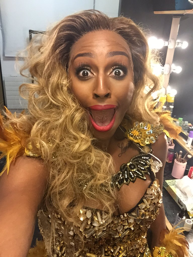 Look how excited I am ! ThankU @MKTheatre 4 an awesome opening week!! It's been mental! I'm absolutely loving life!💋 https://t.co/avOWBmdNWZ
