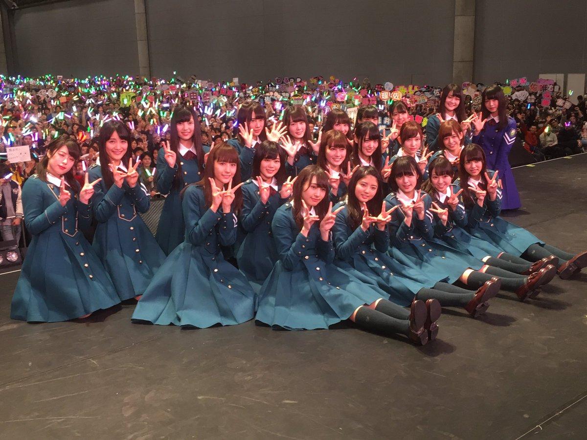 欅坂46、衝撃の握手会デビュー!ミニライブでいきなり1万人って、こんなグループ見たことないです。 #欅坂46 #サイレントマジョリティー #握手会 https://t.co/jfINphATR4
