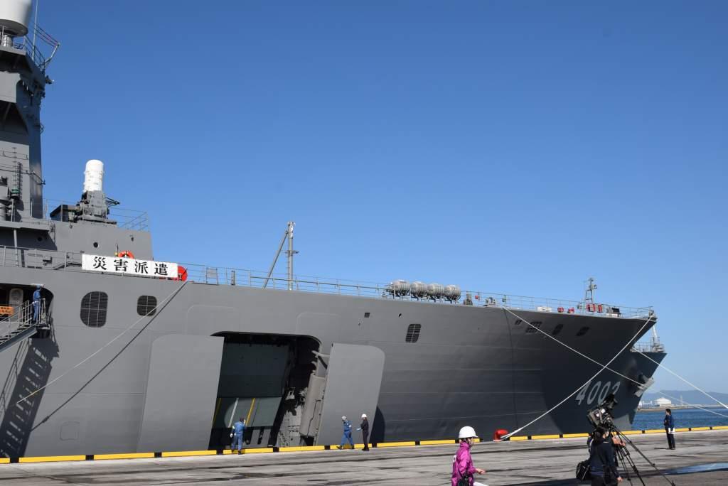 【熊本県で発生した地震への災害派遣(輸送艦「しもきた」)】先ほど、救援物資を搭載した輸送艦「しもきた」が大分県大在港に入港しました。#自衛隊 #災害派遣 https://t.co/e90efgUrEU
