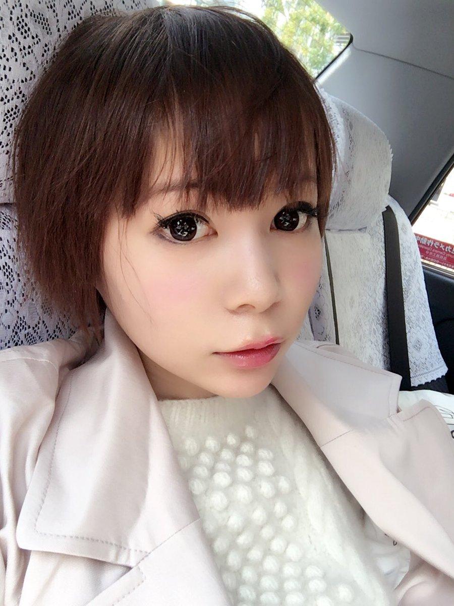 タクシーに乗る中川翔子