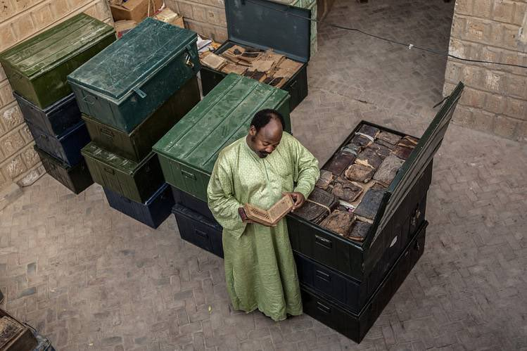 Amazing. The librarian who saved Timbuktu's ancient manuscripts from al Qaeda. https://t.co/yrvwfOpJCO https://t.co/tXzHPaXB4E