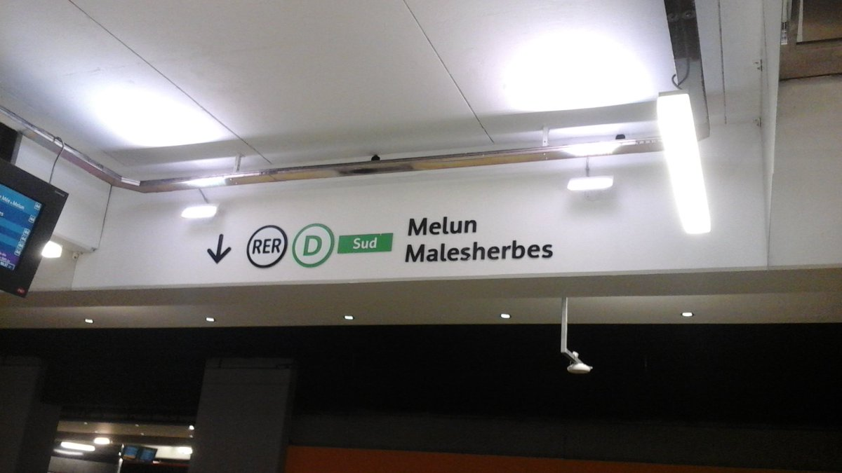 Tried and tested! New #signposting for #Paris #RER commuter lines B &amp; D does make for easier orientation @RERB<br>http://pic.twitter.com/90jhOSQ5Fi