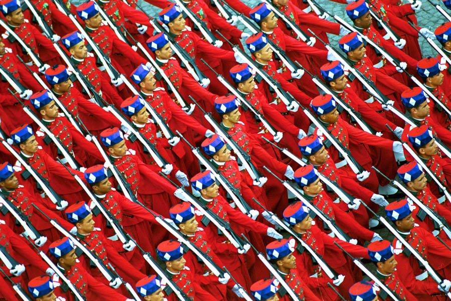 الحرس الملكي المغربي ......Garde royale marocaine CgQBUVDW8AAdfxl