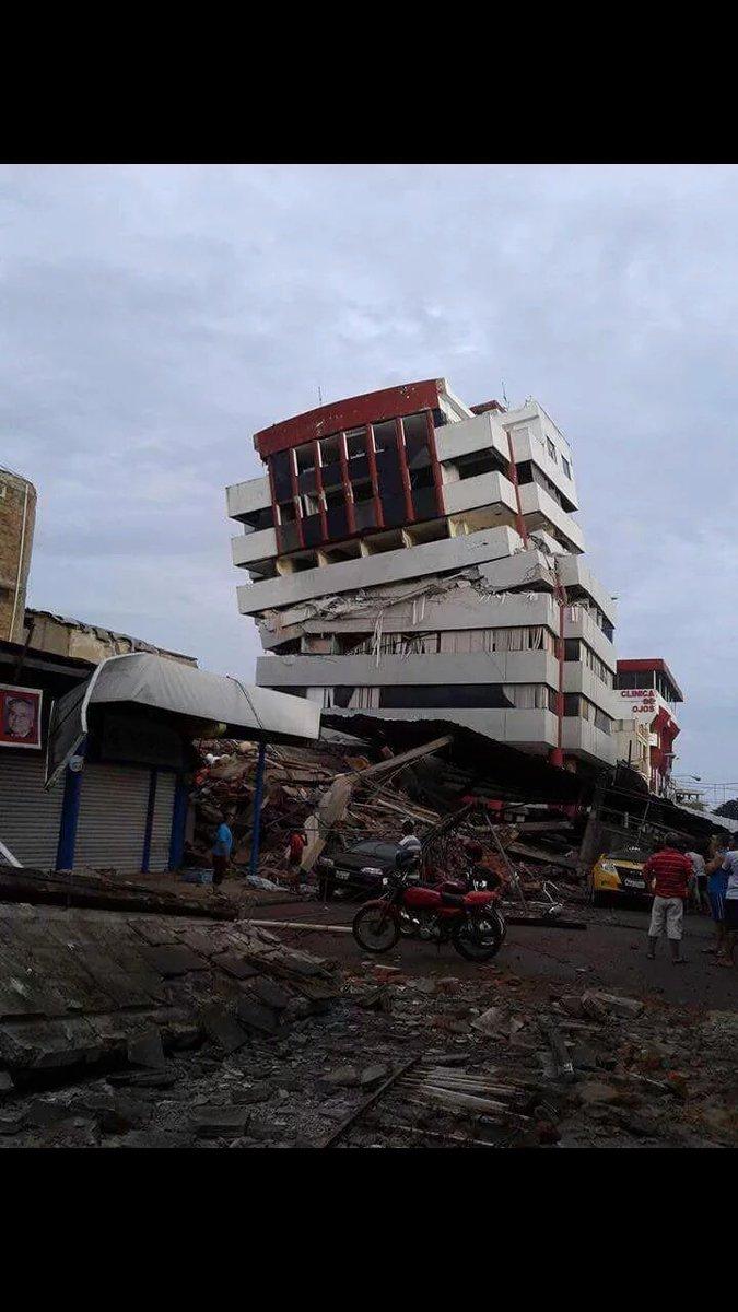 Más fotos de #Pedernales. #FuerzaManabi #FuerzaEcuador #TerremotoEcuador https://t.co/eCJ6e871xk