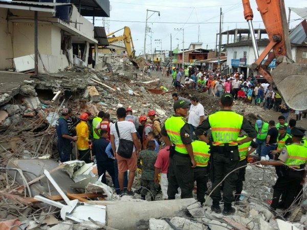 #EcuadorListoYSolidario, unido ante la tragedia. Aquí, la información de cómo ayudar. https://t.co/lZZ8kgxtmA https://t.co/AJpYJdUoyZ