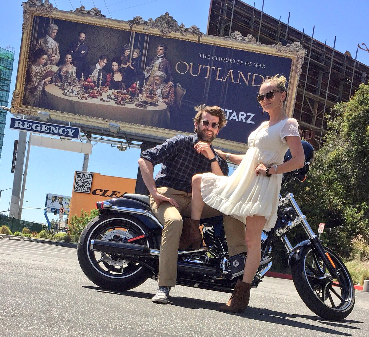 How to win a Sunday: Ride a #HarleyBreakout with @stanleyweber and make him take a pic with his billboard #outlander https://t.co/v6s6t6tbLx