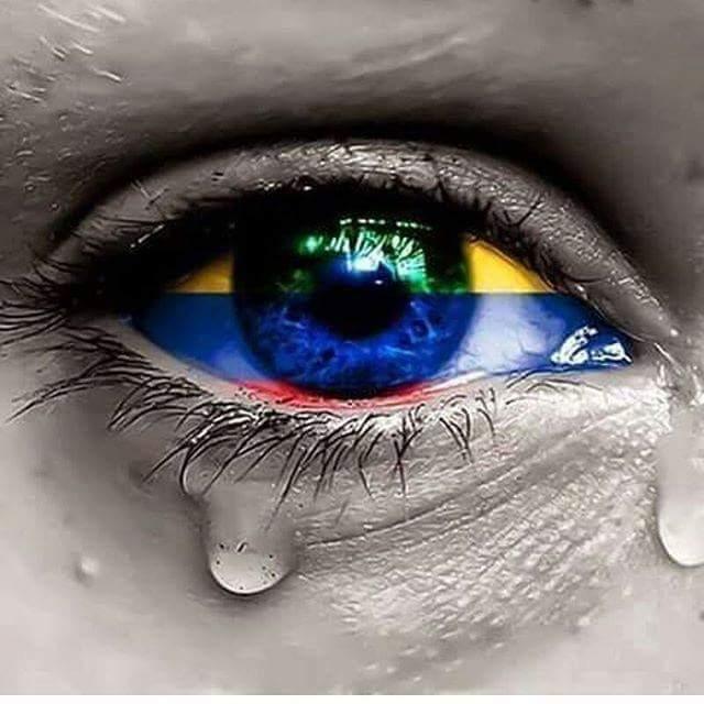 Gracias Colombia, Venezuela, España y a todo el pueblo ecuatoriano. #EcuadorListoYSolidario #SismoEcuador https://t.co/fLBFfMW8Fh
