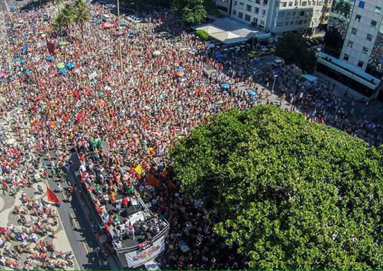 SolidaridadActiva con el Movimiento Popular de Brasil que sale en defensa de la Democracia. #NoAlGolpe #FuerzaDilma https://t.co/1F7zjsPDMF