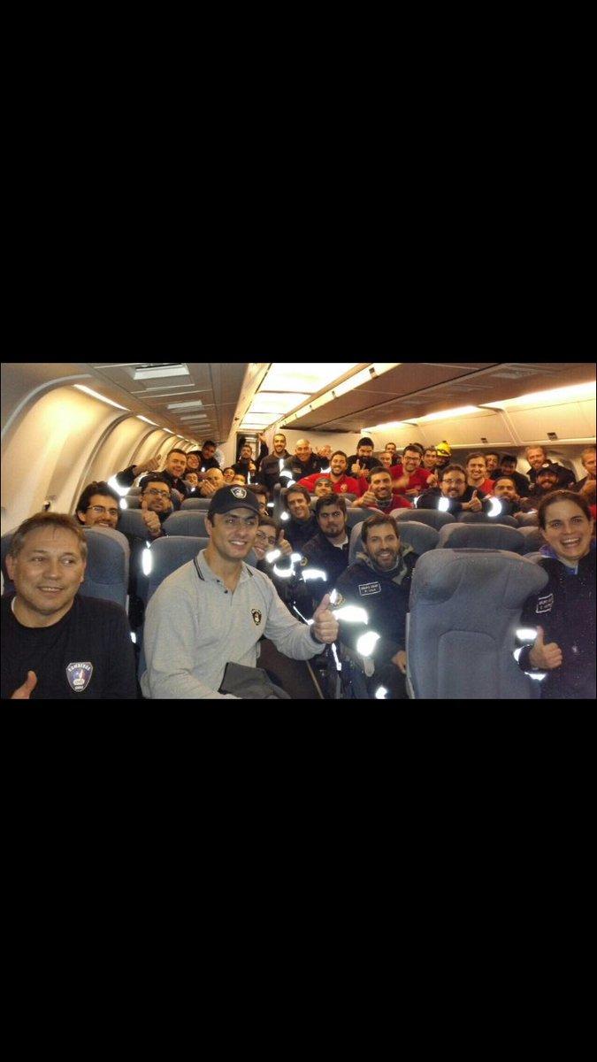 Rescatistas chilenos a bordo del avión Boeing de la FACH (Fuerzas Armadas de Chile) https://t.co/ue4xSHB5Ei
