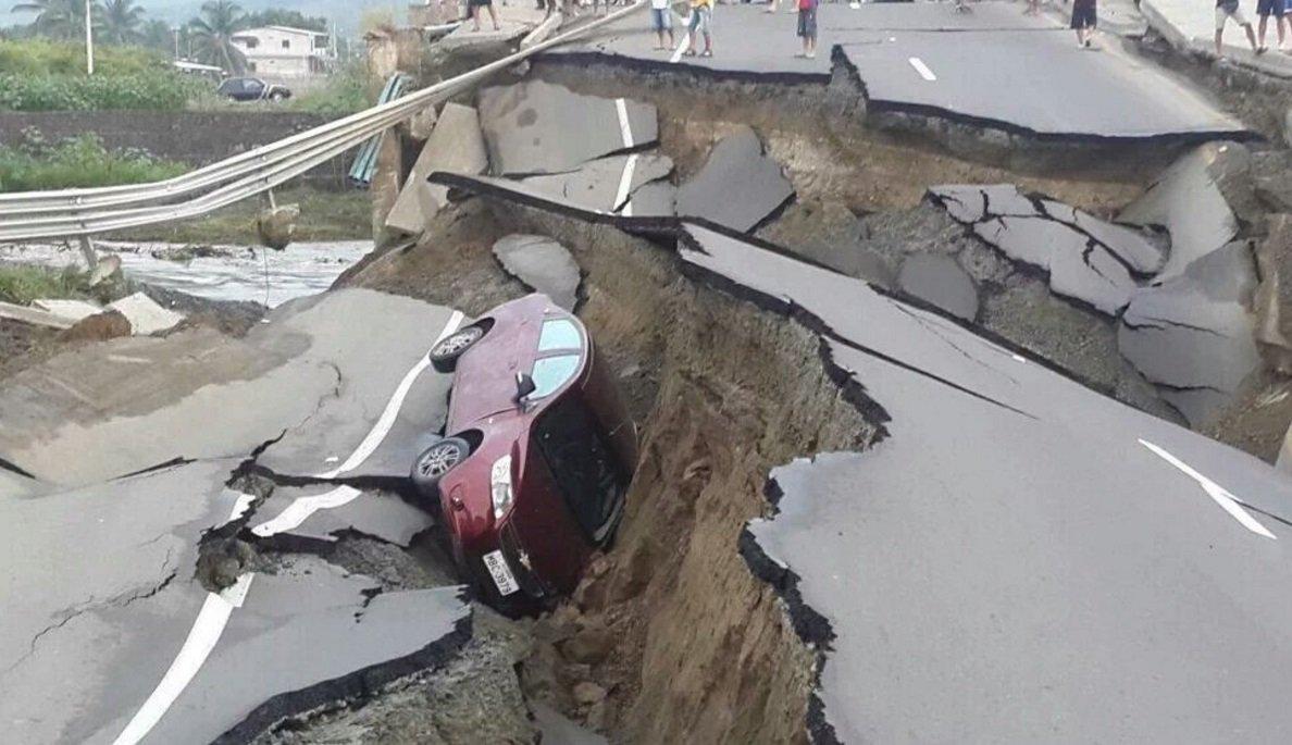 Avviso di nuove forti repliche di terremoto in Ecuador