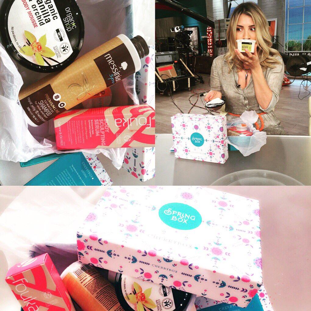 Καντε retweet και κερδίστε ένα φανταστικό κουτί ομορφιάς με τα πιο....ανοιξιάτικα προϊόντα...