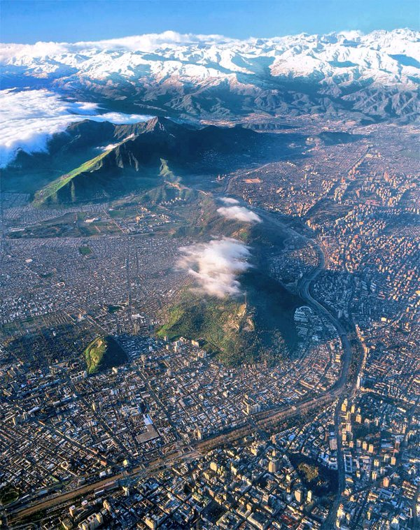 A staggering view of #Santiago de #Chile from above. The snowy Andes is simply marvelous . Via @booksmartrip https://t.co/4Cj687Yk4q