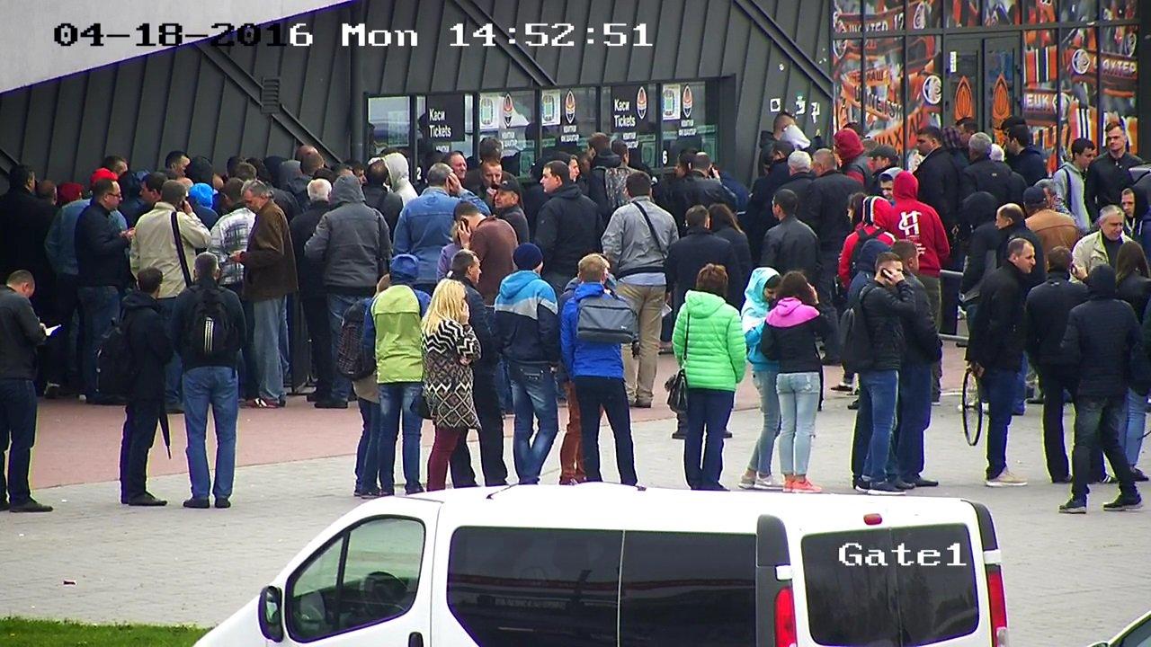 Ажиотаж во Львове. Как покупают билеты на матчи Шахтера с Севильей и Динамо - изображение 1