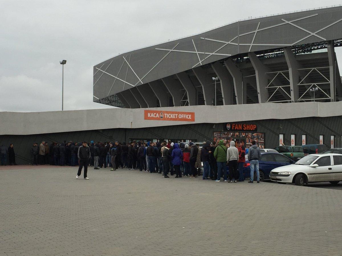 Ажиотаж во Львове. Как покупают билеты на матчи Шахтера с Севильей и Динамо - изображение 4