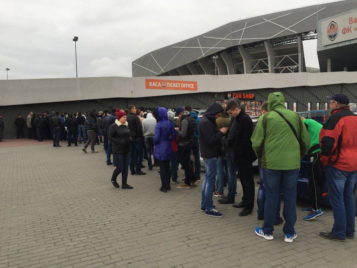 Ажиотаж во Львове. Как покупают билеты на матчи Шахтера с Севильей и Динамо - изображение 3