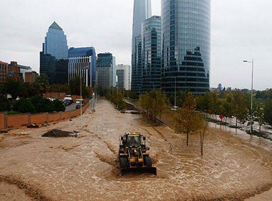 Le immagini dell'alluvione a Santiago del Cile Foto Video