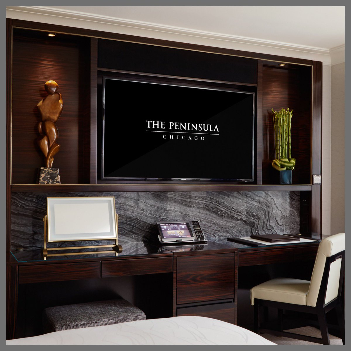 This week we're featuring the Executive Desk in our newly renovated guest rooms and suites. #LuxuryRedefined https://t.co/OJAA9cqbWB