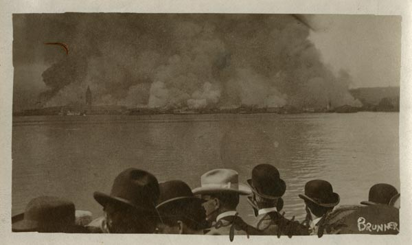 A photo from OMCA's collection shows the 1906 earthquake fire in SF as seen from Oakland—#onthisday 110 years ago! https://t.co/4jpXLhujtU