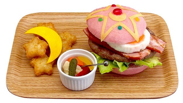 Abre en Tokyo el restaurante de Sailormoon... donde puedes comer hamburguesas rosas https://t.co/VJhCpECZ9e https://t.co/ur6FLQchSt