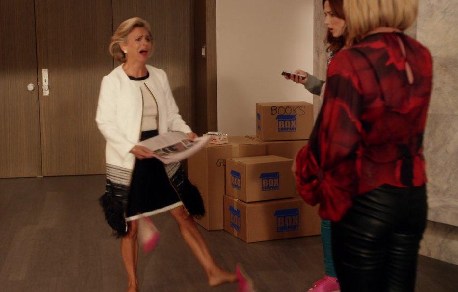 Amy Sedaris kicking off her shoes on Unbreakable Kimmy Schmidt made my day https://t.co/LJ6QrXsTEQ
