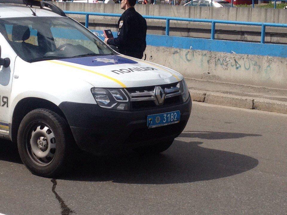 Патрульный автомобиль сбил нарушительницу в Киеве: женщина перебегала дорогу в неустановленном месте - Цензор.НЕТ 9171