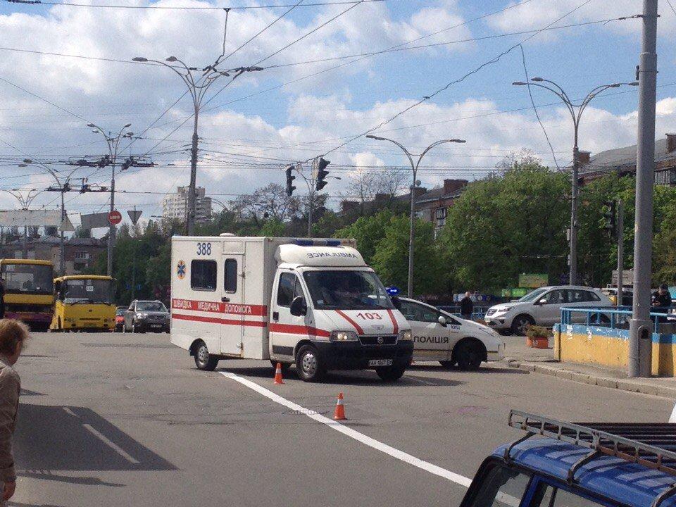 Патрульный автомобиль сбил нарушительницу в Киеве: женщина перебегала дорогу в неустановленном месте - Цензор.НЕТ 268