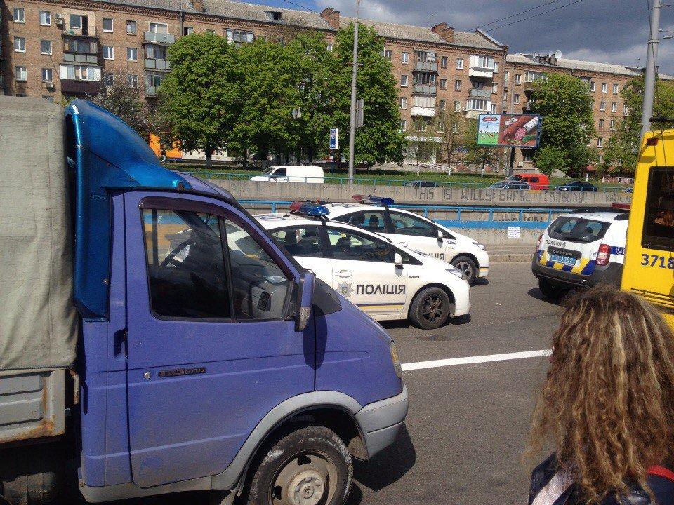 Патрульный автомобиль сбил нарушительницу в Киеве: женщина перебегала дорогу в неустановленном месте - Цензор.НЕТ 2108