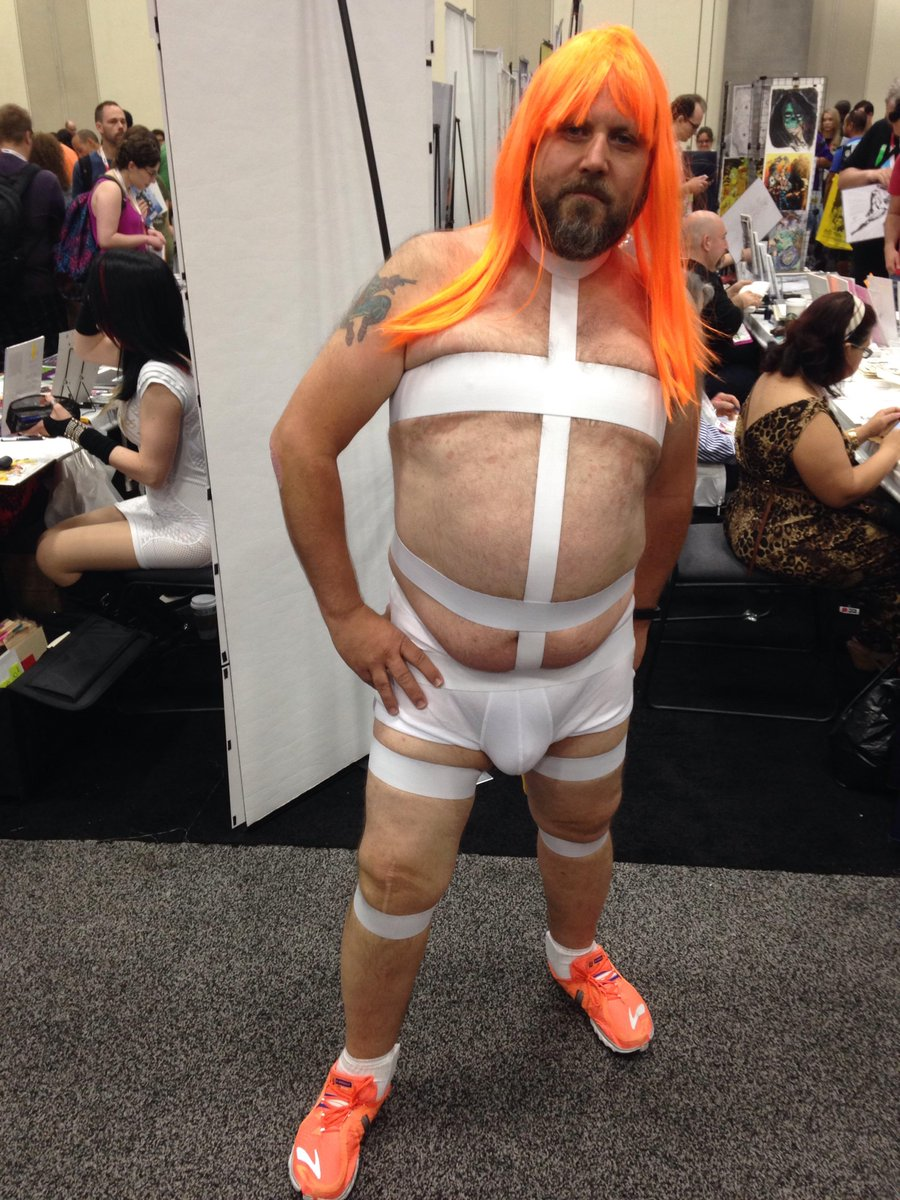 Hey! @Reebok to release a limited edition Leeloo outfit from The Fifth Element! Sorry ladies, only in men's sizes. https://t.co/VtmbO3vCIq