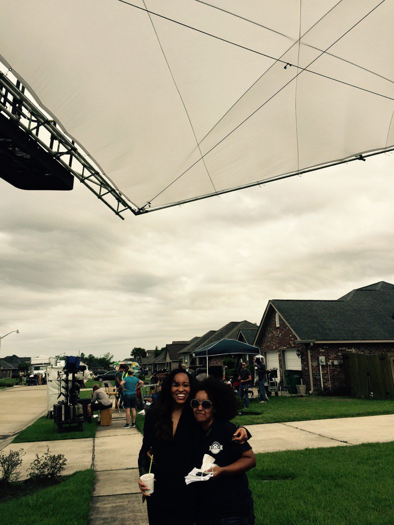 QUEEN SUGAR leading lady @dawnlyen and Production Assistant @SH00TER__ find some shade on set! #inclusivecrew https://t.co/yFsQkq5jLM
