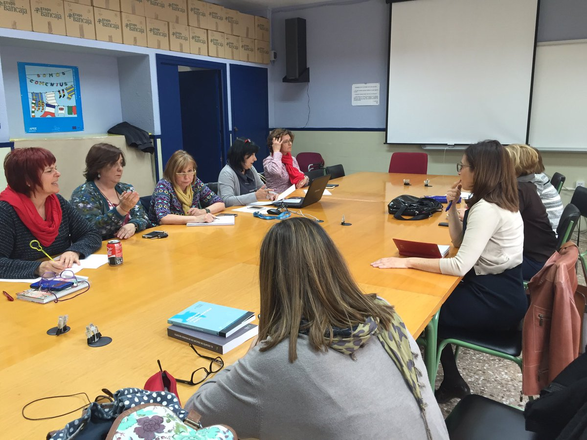 Sessió de treball. Comissió Organització #EduInclusiva16 @Arantxaorienta @mabelvillaescus @mamina135 @fchocomeli https://t.co/XSGxAoFXPj