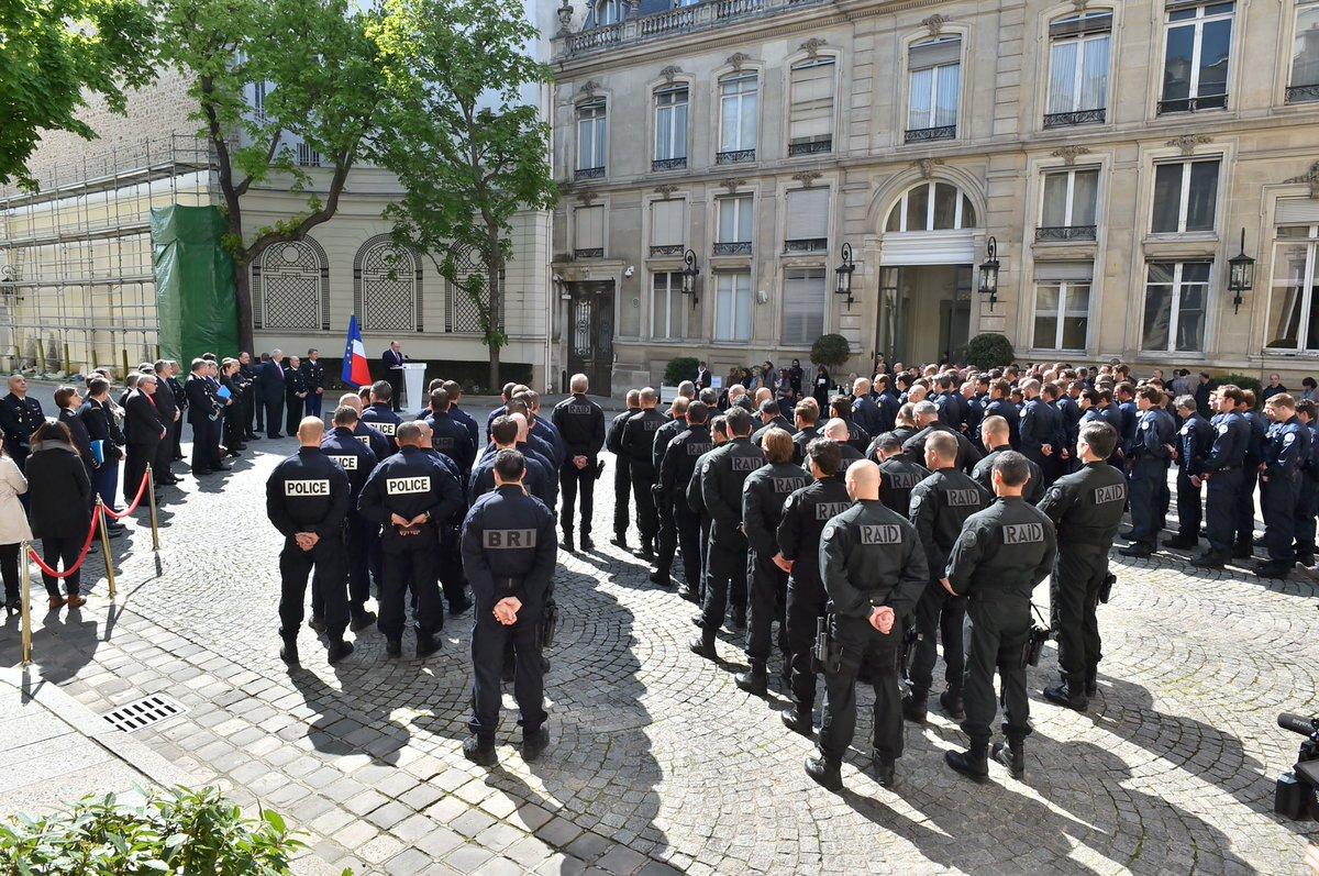 Minist re int rieur on twitter bcazeneuve pr sente le for Gendarmerie interieur