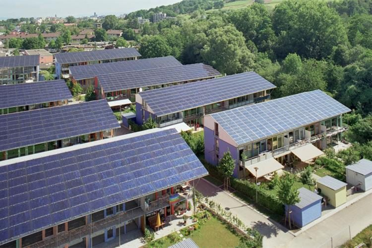 Germany Builds Solar City That Produces 4x More Energy Than It Consumes https://t.co/KOQFHTViNK #solarpower #solar https://t.co/Ayds9j00dH