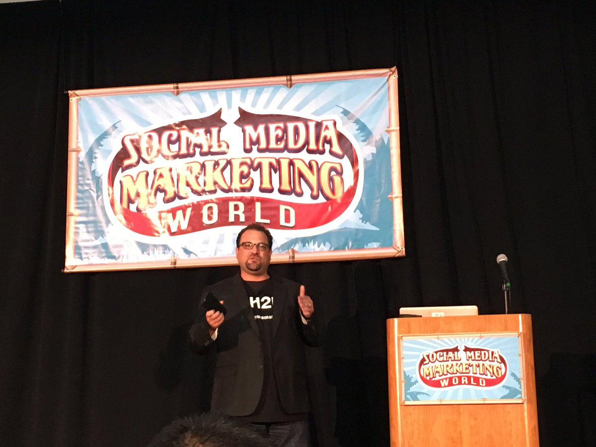 We are #grateful for @bryankramer and his amazing tips at #SMMW16 Tip: personalize email w/ #video @purematter https://t.co/cYGTXnniP8