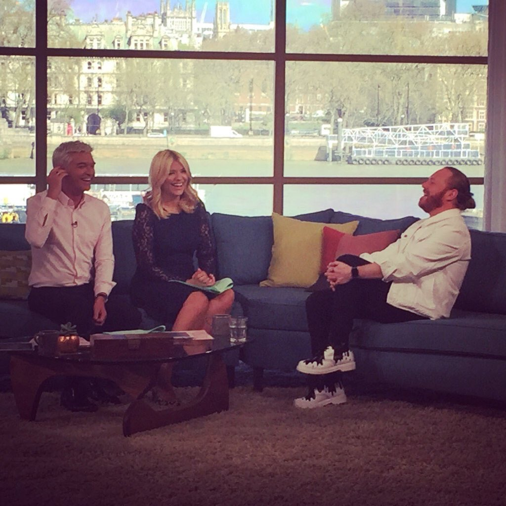 Fun times on This Morning, this morning. What a great morning this morning cheers @itvthismorning https://t.co/EFjzHrxV8z