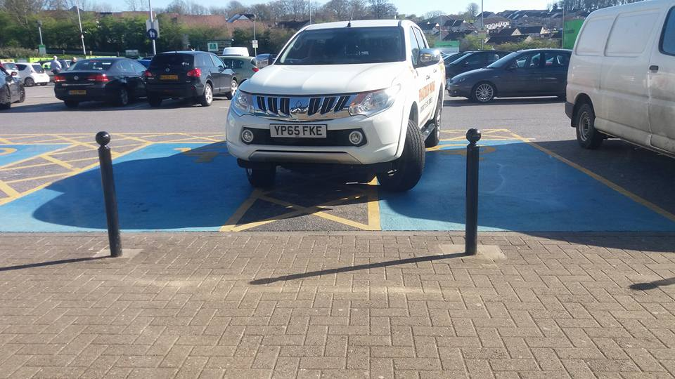 2 disabled spaces Chaddlewood.someone asked him to re park he said  f*** off. Company is #Finaltouch Paving Pls RT https://t.co/7zxXWiU4eH