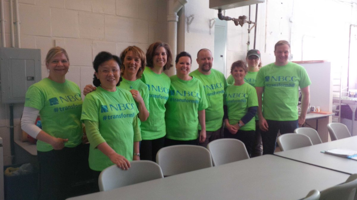 . @my NBCC gets ready to volunteer at #communitykitchens #transformNB https://t.co/xbU4xzl2Fn