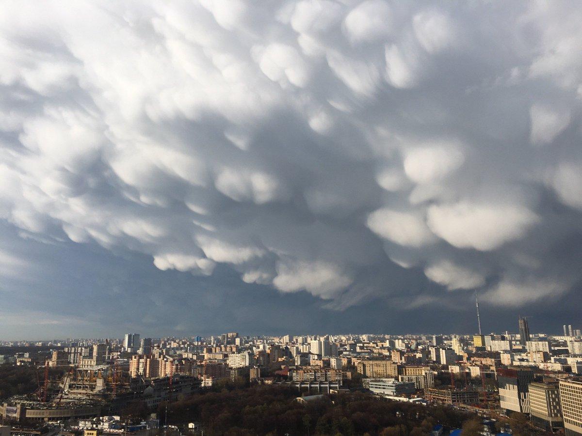 воронкообразные облака фото относятся