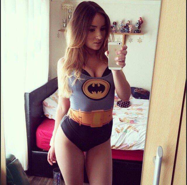 Who likes #batman? @Sexy_nerd616 @SuperGeekGirls @BabePicsHQ @Fan_Of_Glamour https://t.co/F0me4TkzRJ