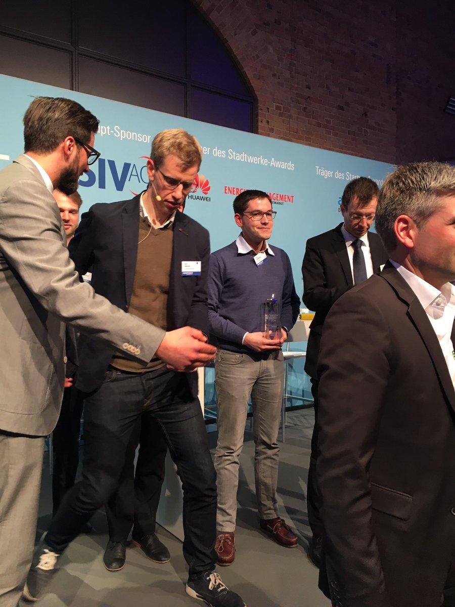 Wundervoll! Vielen Dank @energie_live und die Stadtwerke Tagung 2016. OEEX hat den Stadtwerke Startup Award #efswt https://t.co/NiGRglwcFf