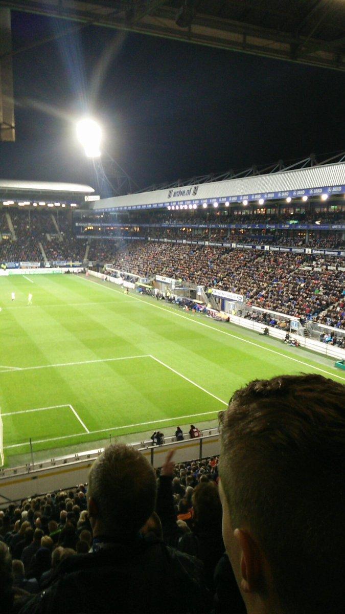 Hey Ajaccieden. Zo kan een stadion er ook uitzien als je 0-2 achterstaat. Met gevulde stoeltjes enzo. #heeaja https://t.co/HAdf4yryEx