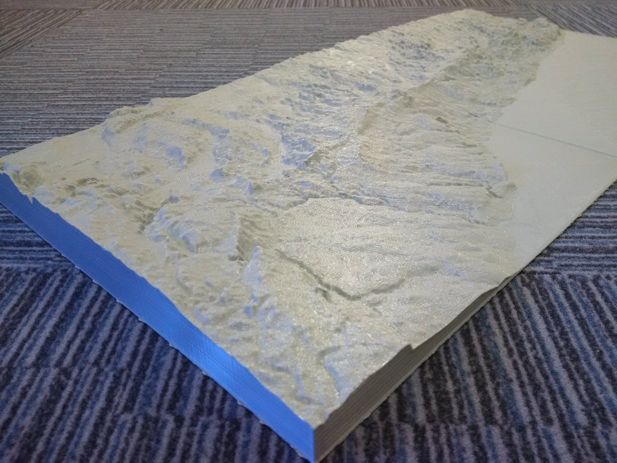 2-piece #3Dprint of Oak Ridges Moraine (shown on @RyersonGeo hallway carpet;) 200km to 50cm wide; 25x z-exaggeration https://t.co/DqrwJWAe1k