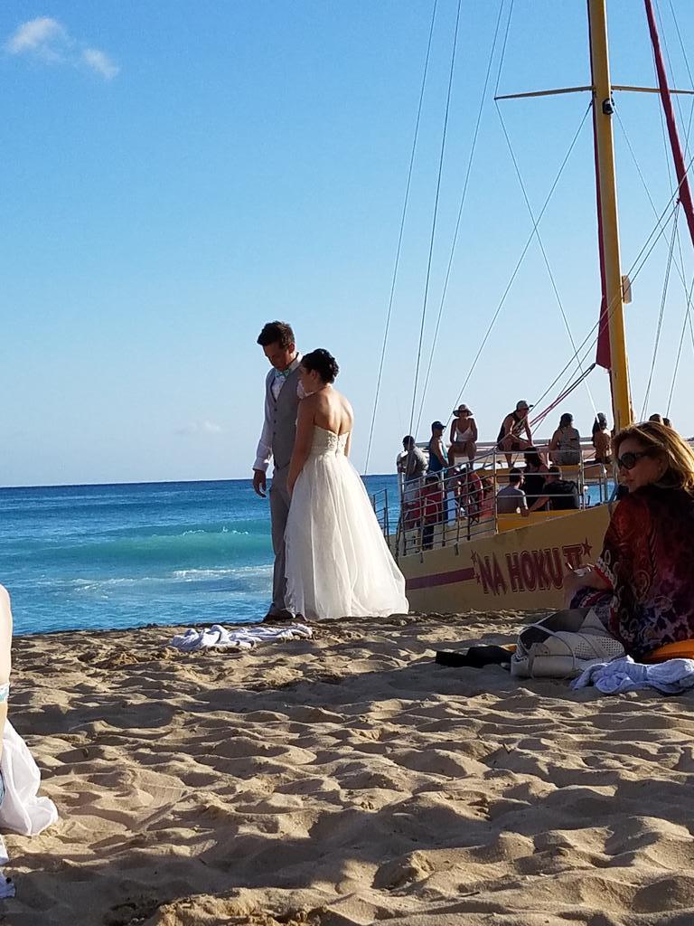 Hans Wermhat On Twitter Oh A Wedding In Hawaii Real Original Https T Co Wsz1xg2fmc