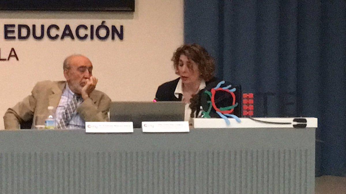 Nuestra ponente destaca la falta de material tec.en las escuelas y falta de acceso en los hogares #citei16sevilla https://t.co/If0qB3gVw9