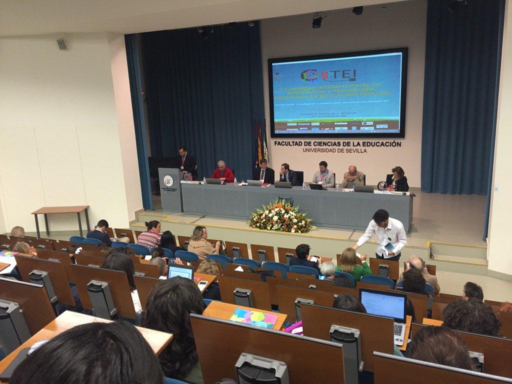 Primera mesa redonda de @citei16 Todo un interesante debate en #citei16sevilla No te lo pierdas @rgrivas @_edutec_ https://t.co/bYTcHWi7ZT