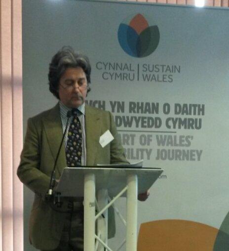 Hugo Spowers of @riversimple on the concept behind the rasa hydrogen car @CynnalCymru #SWS16 https://t.co/AbtkKonUJf