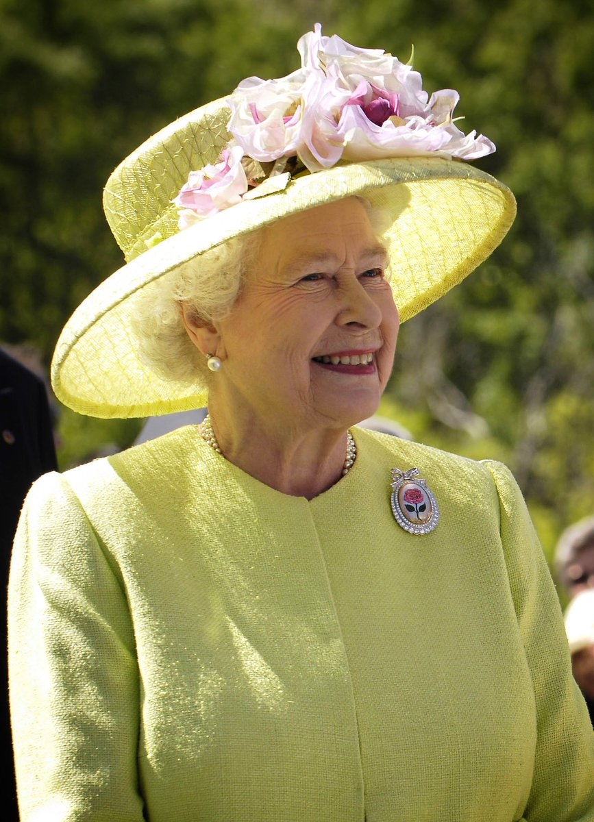 HAPPY 90TH BIRTHDAY to Her Majesty the Queen! 👑 https://t.co/pCl3ImEuvK