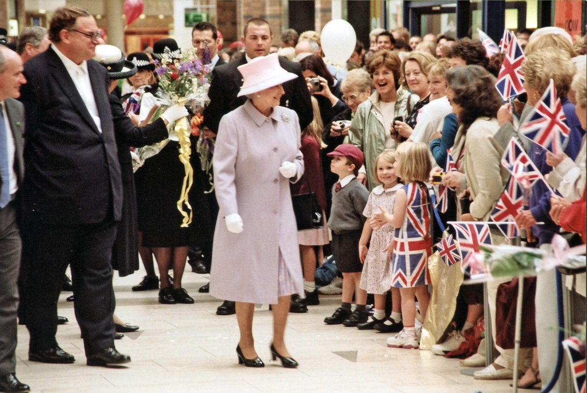 Here's some pics of the Queen opening @TouchwoodTweets in July 2002 #HappyBirthdayYourMajesty https://t.co/29VVcdqZUN