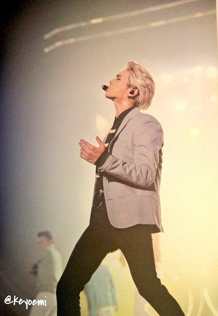 160421 SHINee @ Photobook SHINee World Concert IV CgjwwcnU4AEYHAK