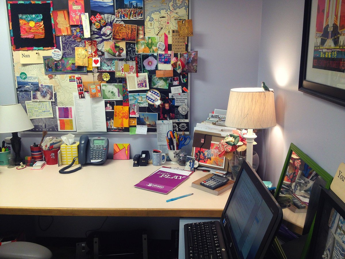 My desk at @childrensmuseum: mementos of programs, art, staff, family and friends feed my creativity. #TNU2WD https://t.co/htB8z1dE0v
