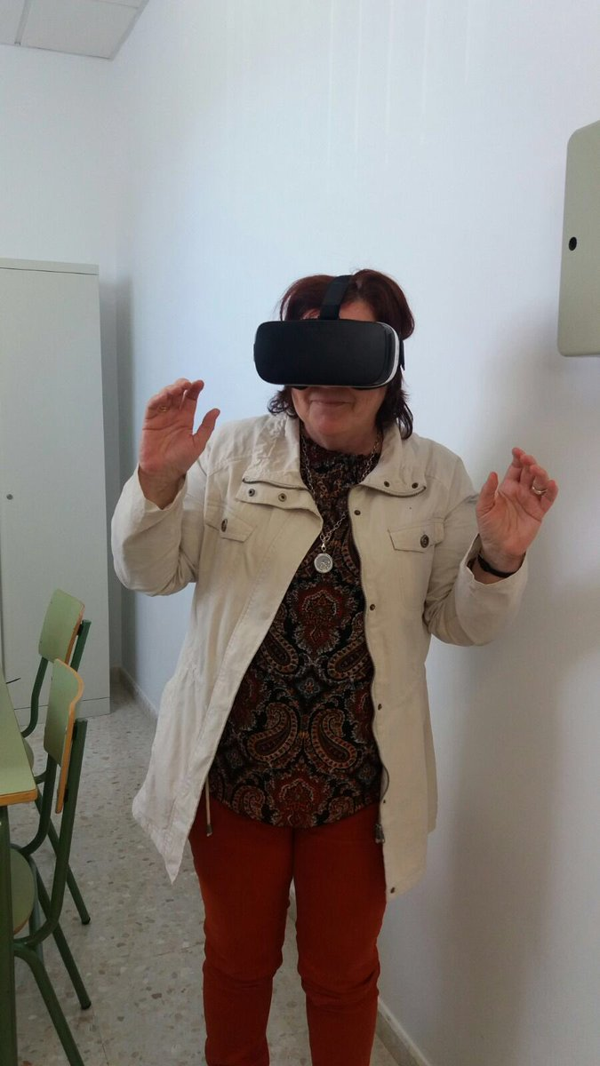 Trabajando #realidad aumentada con #AltamiraEDU @ies_laslagunas @AltamiraOficial #enrutas2015 https://t.co/oVdWMFeAL7